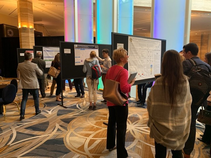 Lively discussion during the poster reception
